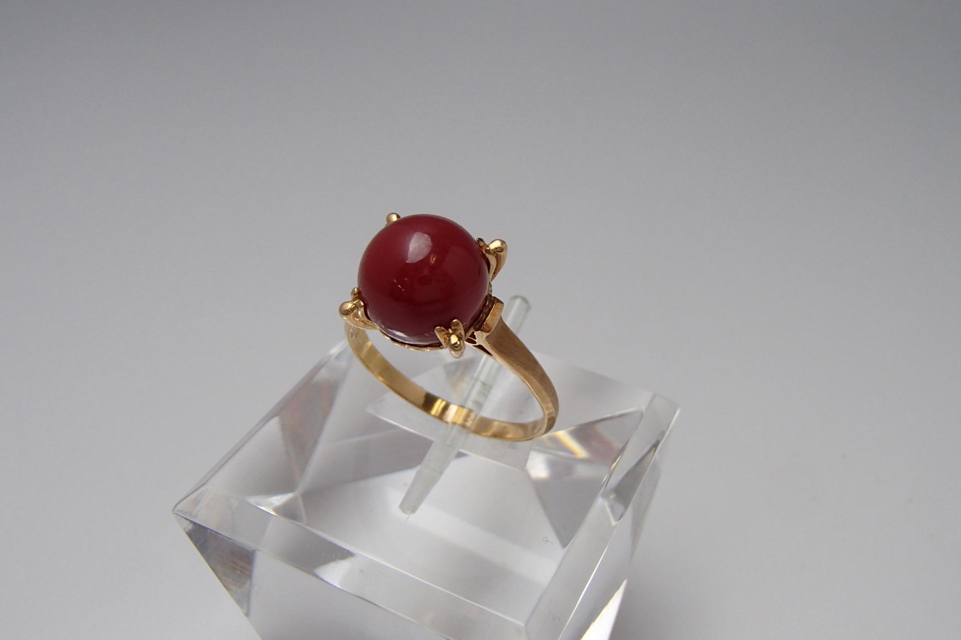 最安価格1万台。買うなら生きた宝石、赤珊瑚の指輪