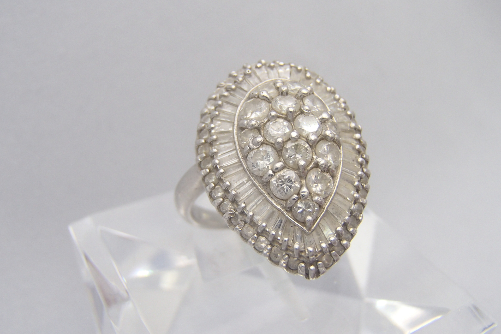 ダイヤモンドの色は、どのくらいの種類があるか知ってた?価格も異なるので確認しておきましょう。