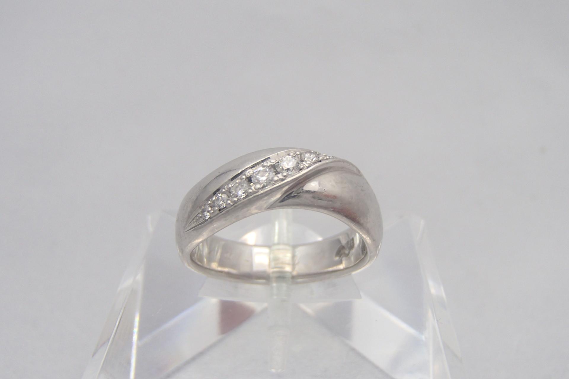 ダイヤの大きさはカラットで決まる?一生の宝物にしたいダイヤモンドとは?