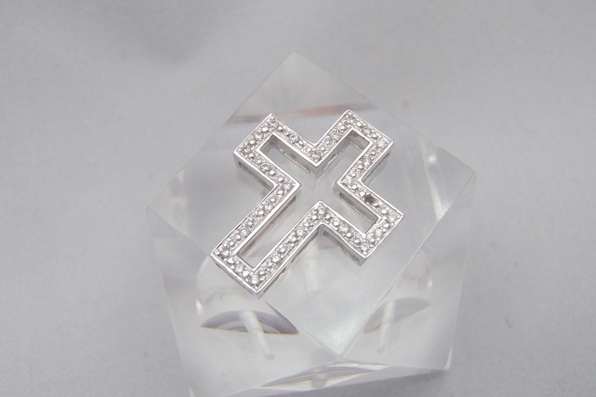 手入れ次第で輝きが変わる!ダイヤモンドの手入れ方法を徹底解説