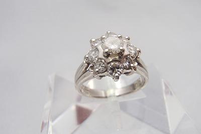 ダイヤモンドのカラットと価格の関係とは?