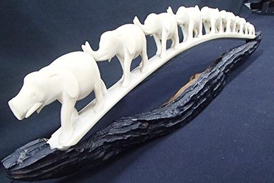 象牙 透かし彫り 象の行進