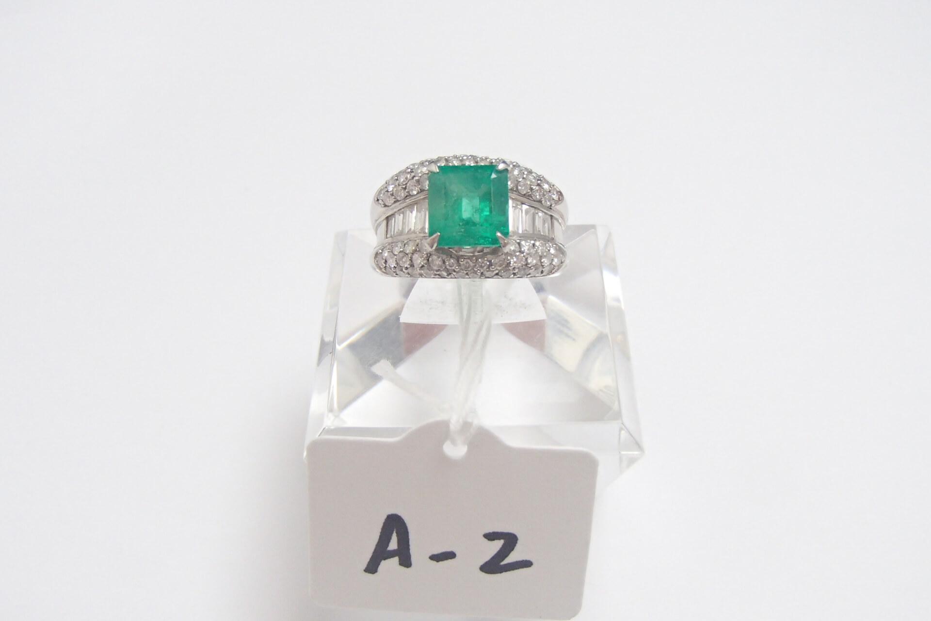 エメラルドが小さくてもメレダイヤモンドが沢山ついていると査定額はどうなる?