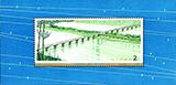 幹線道路にかかるアーチ橋小型シート