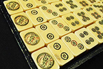 黄ばみ、変色した象牙麻雀牌
